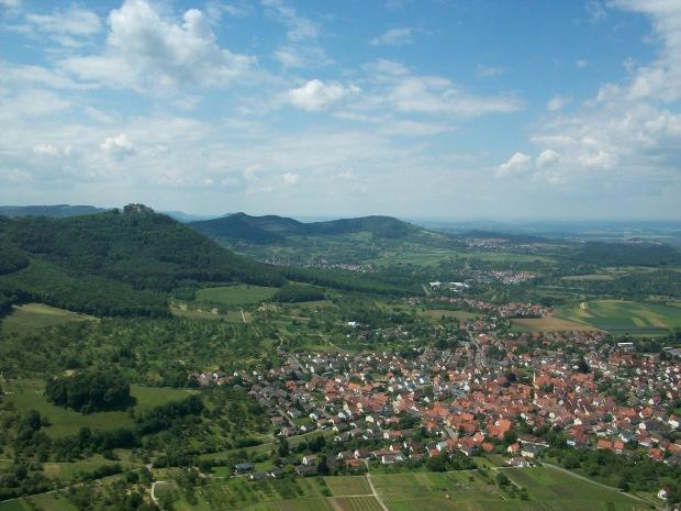 Blick vom Beurener Fels auf Hohenneuffen, Hörnle u. Jusi