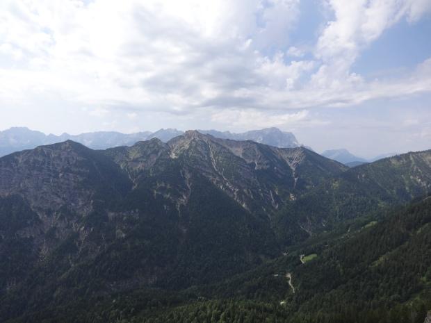 Kramerspitz(Vordergrund) und Zugspitze (Hintergrund)